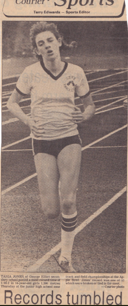 Tania Jones sets meet record of 5:08.2 at 1983 14-yo Girls' 1500m (photo courtesy of The Daily Courier)